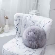 Evelyne Prélonge - Luxury Faux Furs Snowball-pude, Himalaya Perle/Grey Pearl (1 stk. tilbage)